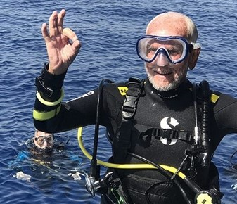 95-year-old Englishman breaks own diving world record